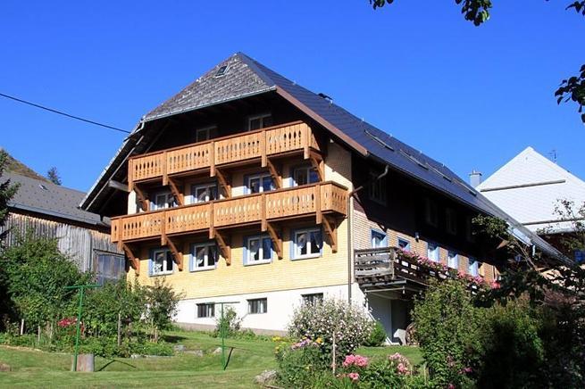 Angebot von Ferienwohnungen und Zimmer, mit großem Balkon